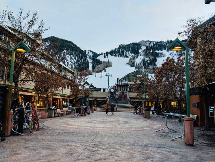 How Does Aspen Compare to Denver, Colorado? Planning a trip around beautiful Colorado? Colorado has diverse and breathtaking landscapes. It's popular for its scenic beauty and well-maintained museums that open exciting windows to the past. It is divided into several regions, with Denver being the capital city. Along with Denver, Aspen stands as being one of the most popular destination in Colorado. Both these cities are blessed with amazing natural beauty that people from around the world come to visit. If you are also planning on taking a trip, you can choose from either of these two wonderful destinations. Let's take a look at some of the main differences between Denver and Aspen.